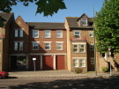 2 bedroom Flat to rent in West Street, Erith, DA8