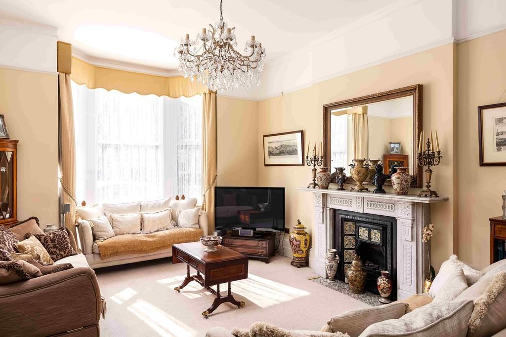 bedroom detached house for sale in southsea hampshire po5