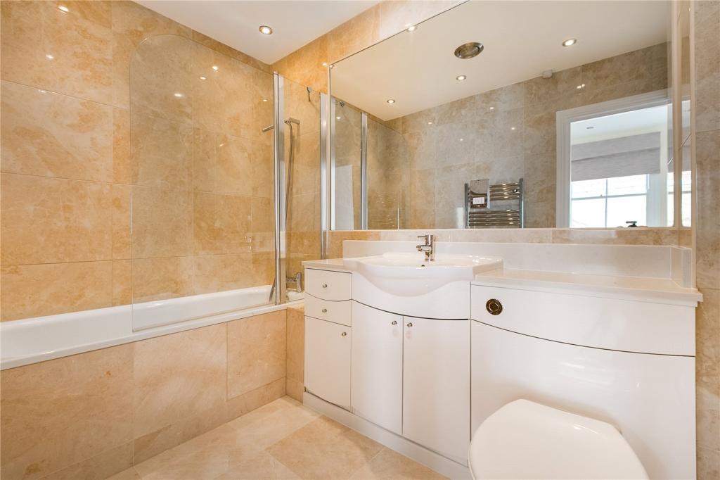 En-Auite Bathroom