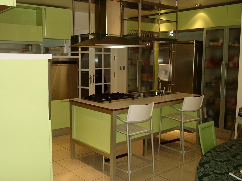 Cream green kitchen design ideas photos inspiration for Cream and brown kitchen ideas