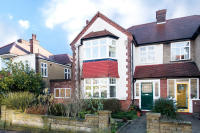 4 bedroom semi detached house in Creighton Avenue, N10 1NU
