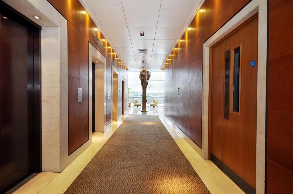 Foyer/lifts