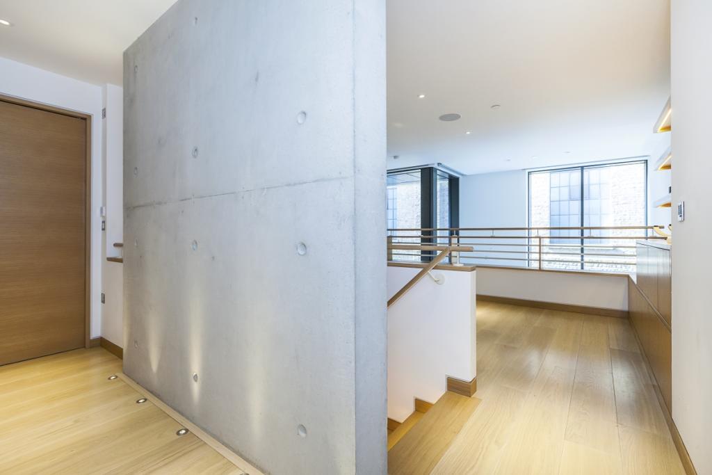 Entrance/Mezzanine