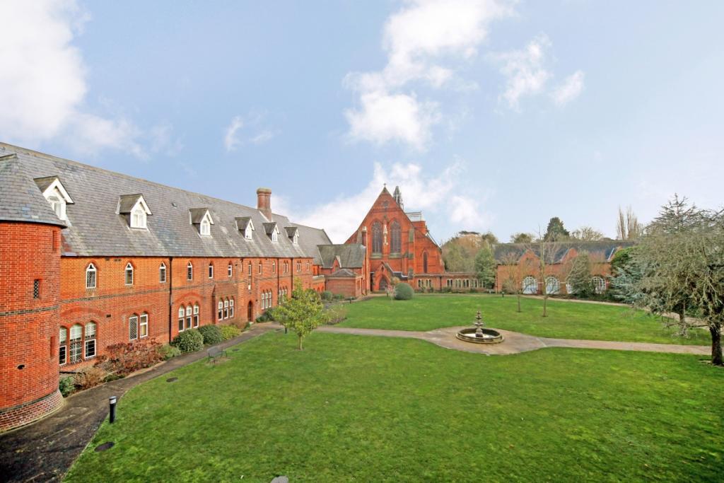 58 Convent Court ...