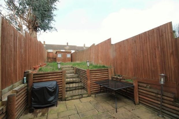 2 bedroom terraced house to rent in eversley avenue