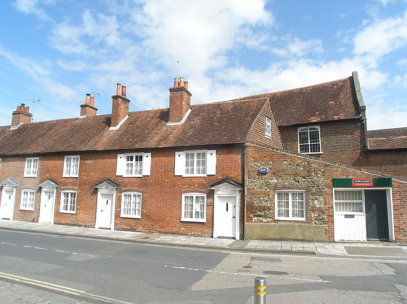 1 Bedroom House For Sale In East Pallant Chichester Po19