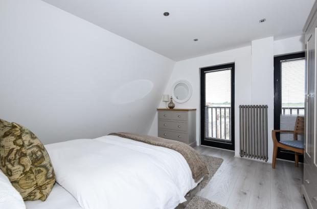 bed 1-view to beach
