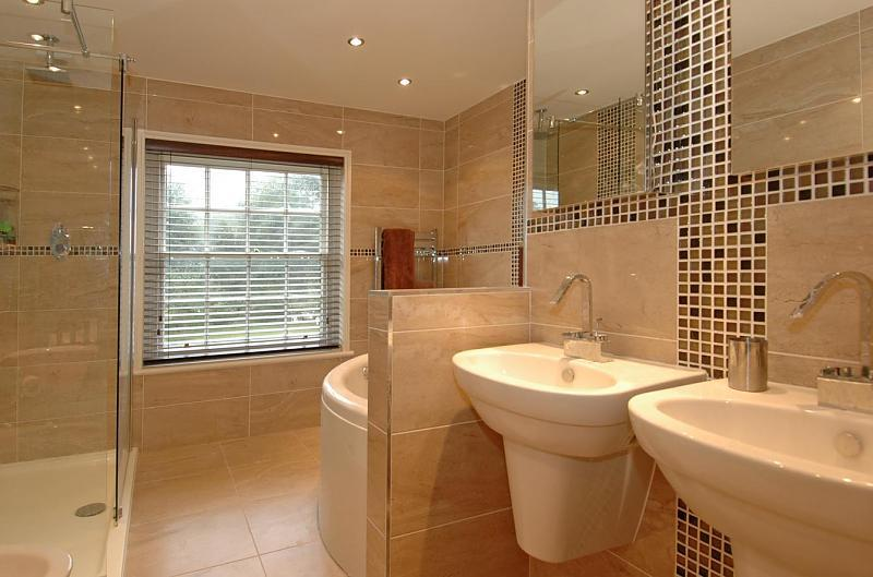 Beige corner bath bathroom design ideas photos inspiration rightmove home ideas - Beige bathroom design ...
