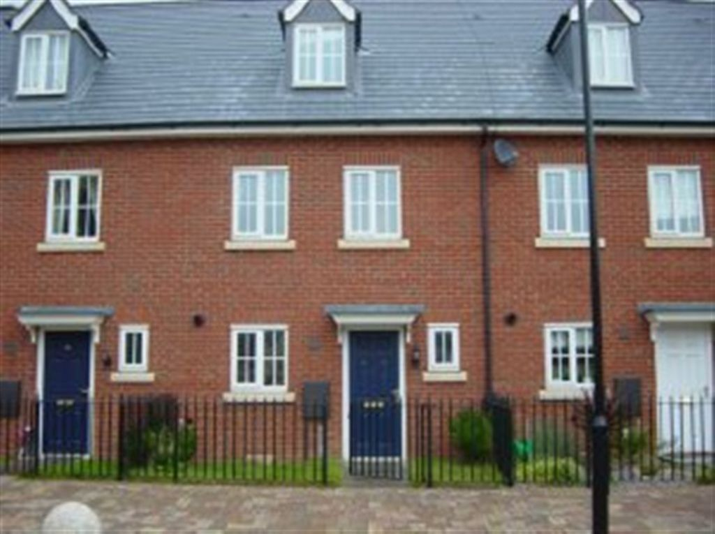 3 bedroom terraced house to rent in modern 3 bed town for Whats a terraced house