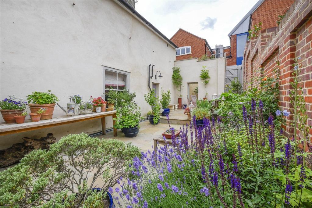 Courtyard Gds