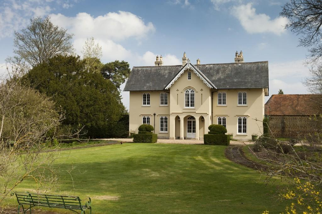 6 bedroom country house for sale in easton neston for Six bedroom house for sale