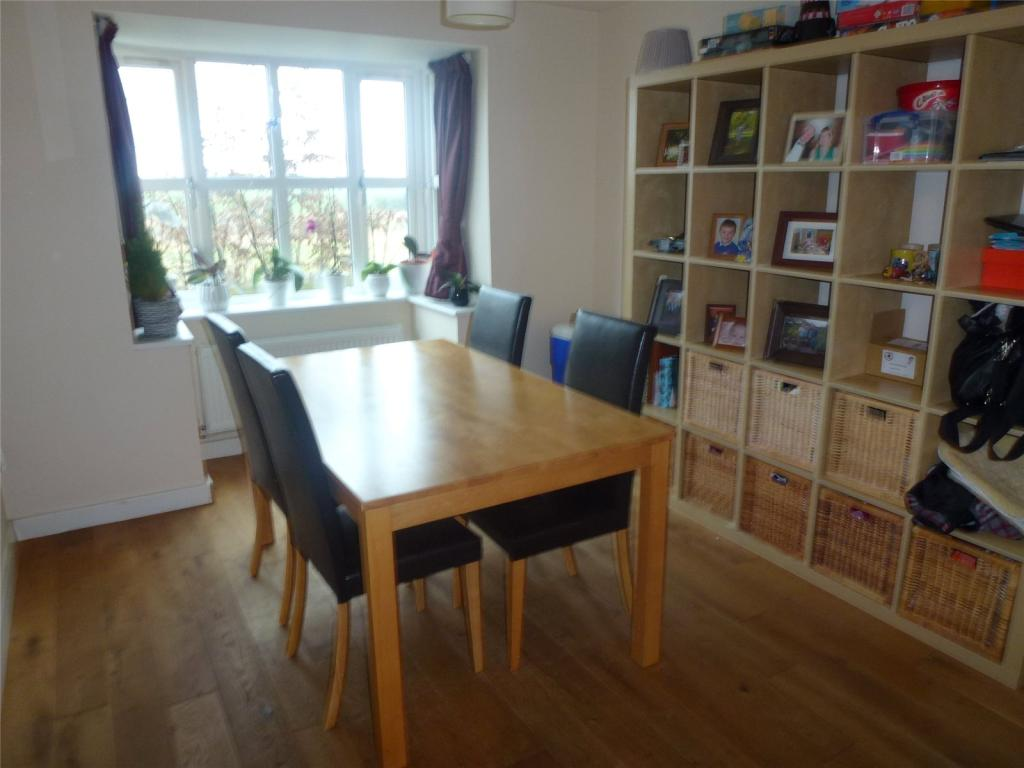 4 bedroom detached house to rent in cross 39 s grange for Dining room northampton