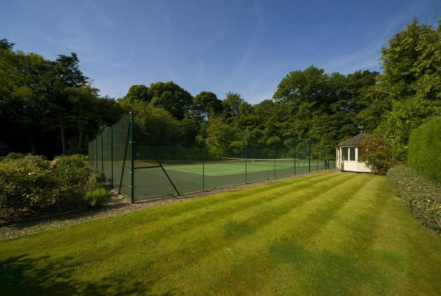 Summerhouse & Tennis