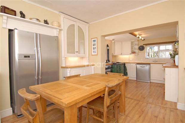 4 Bedroom Detached House For Sale In High Street Hinxton