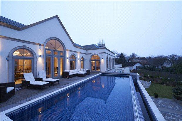 5 bedroom detached house for sale in high road hockley essex ss5 for Houses in england with swimming pools