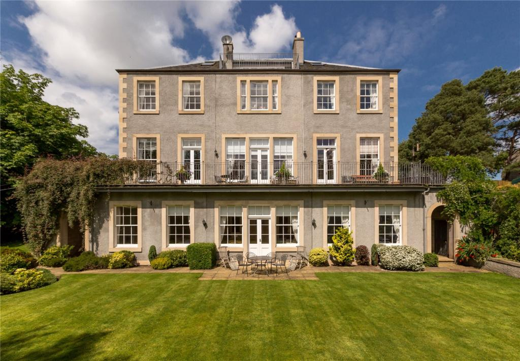 10 Bedroom Detached House For Sale In Coltbridge Gardens