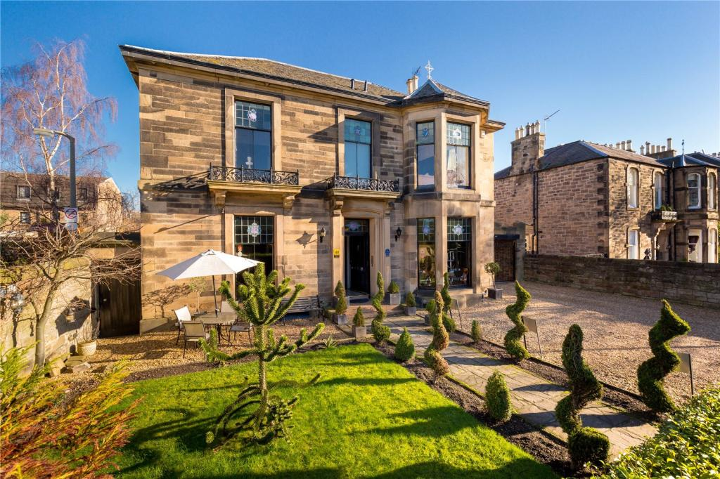10 bedroom detached house for sale in mayfield gardens