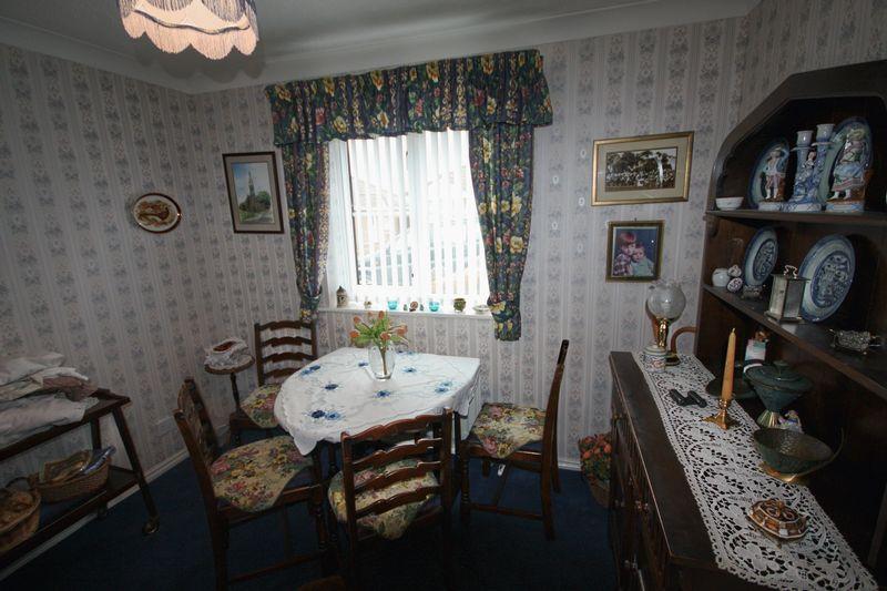 Bedroom 3 / diner