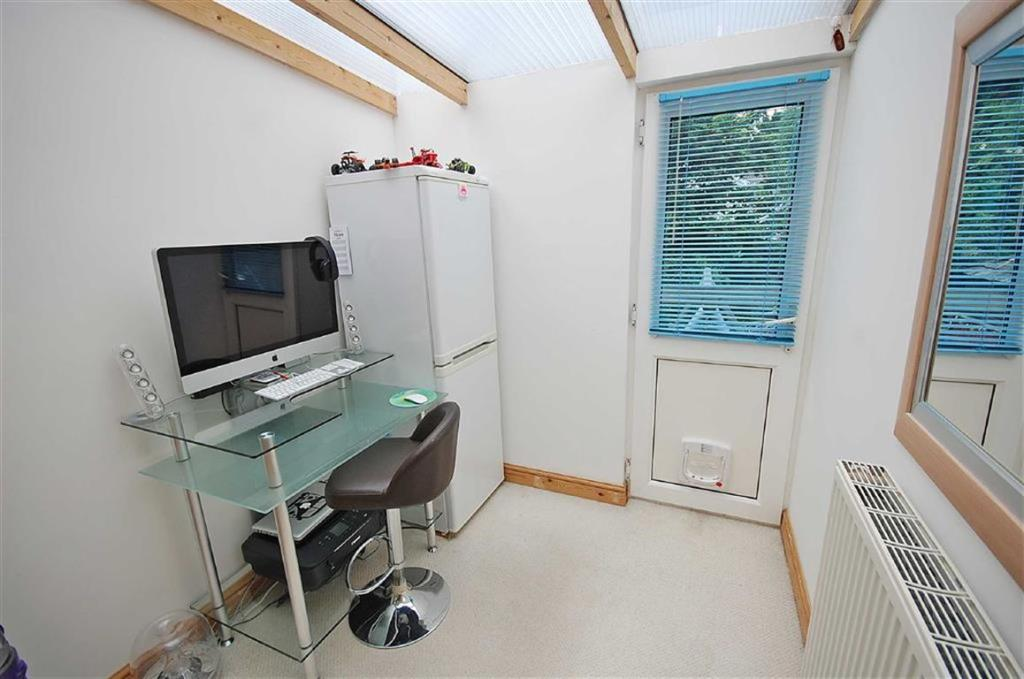 OFFICE / PLAY ROOM