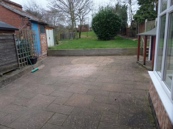 Rear garden (photo2)