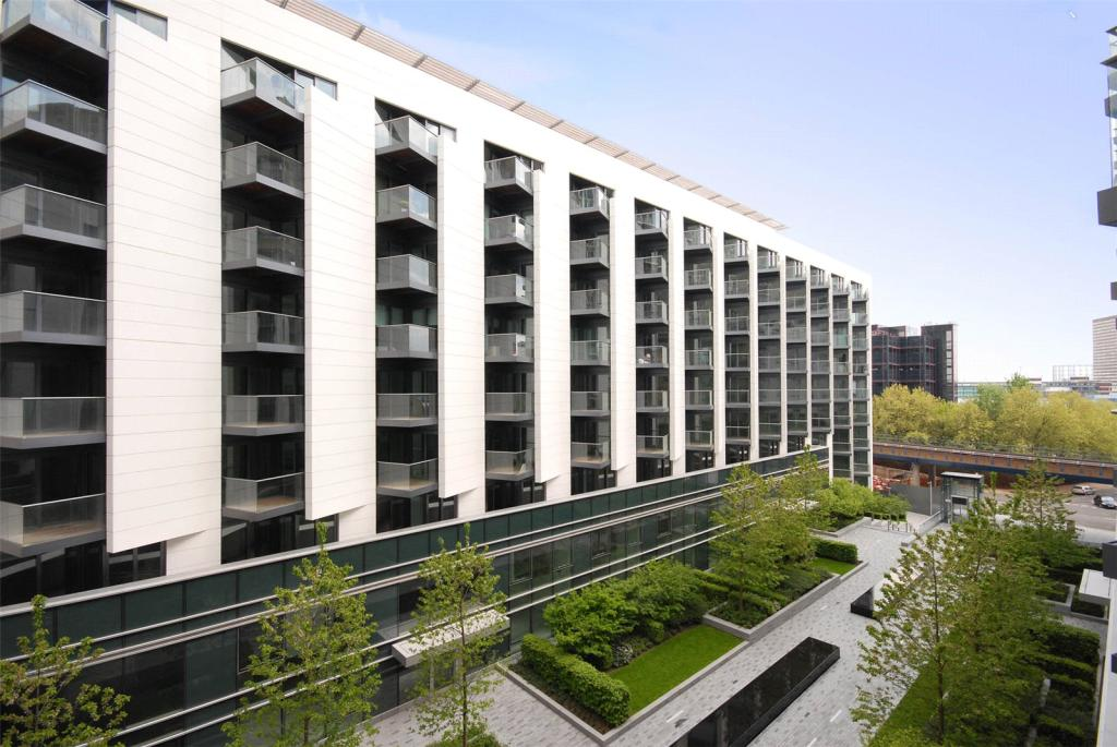 2 bedroom apartment to rent in baltimore wharf london