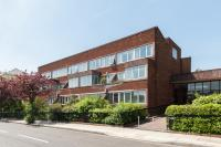 2 bed Flat in Silsoe House...