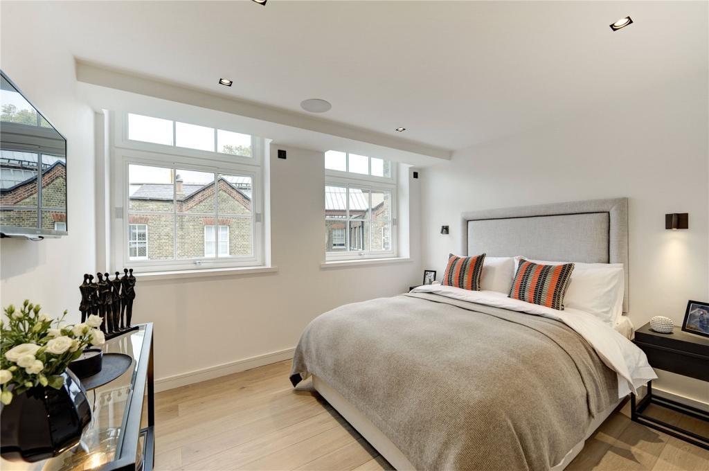 Stiff Trevillion,Master Bedroom