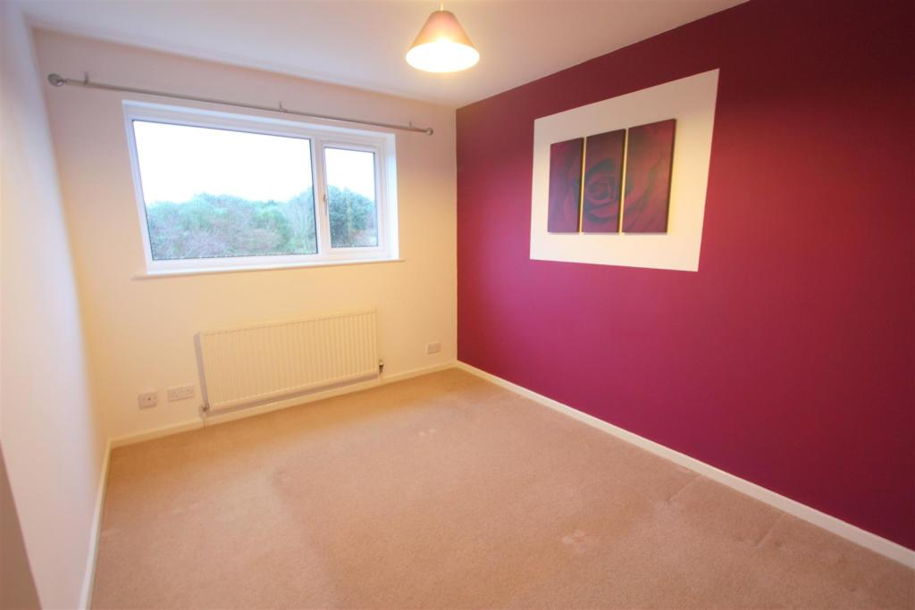 54 Calshot Close Bed