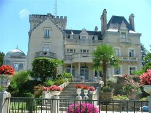 10 bedroom property in Pau, Aquitaine