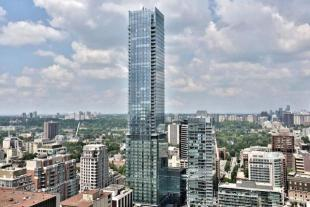 3 bedroom Apartment in 50 Yorkville Avenue...
