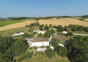 9 bed property for sale in Nr Beauville...