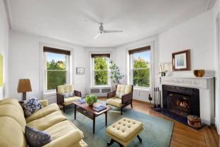 Apartment in 39.5 Washington Square...