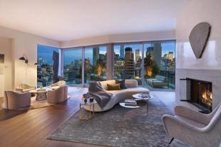 4 bedroom Penthouse in 180 Avenue Of The...