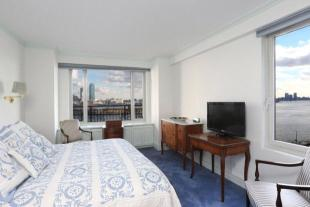 2 bed Apartment in 60 Sutton Place South...