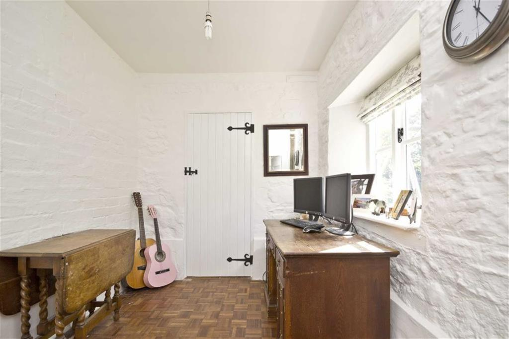 Entrance hall/office