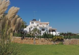 Villa for sale in Algarve, Est�i
