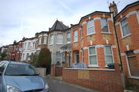 Ground Flat to rent in Duckett Road...