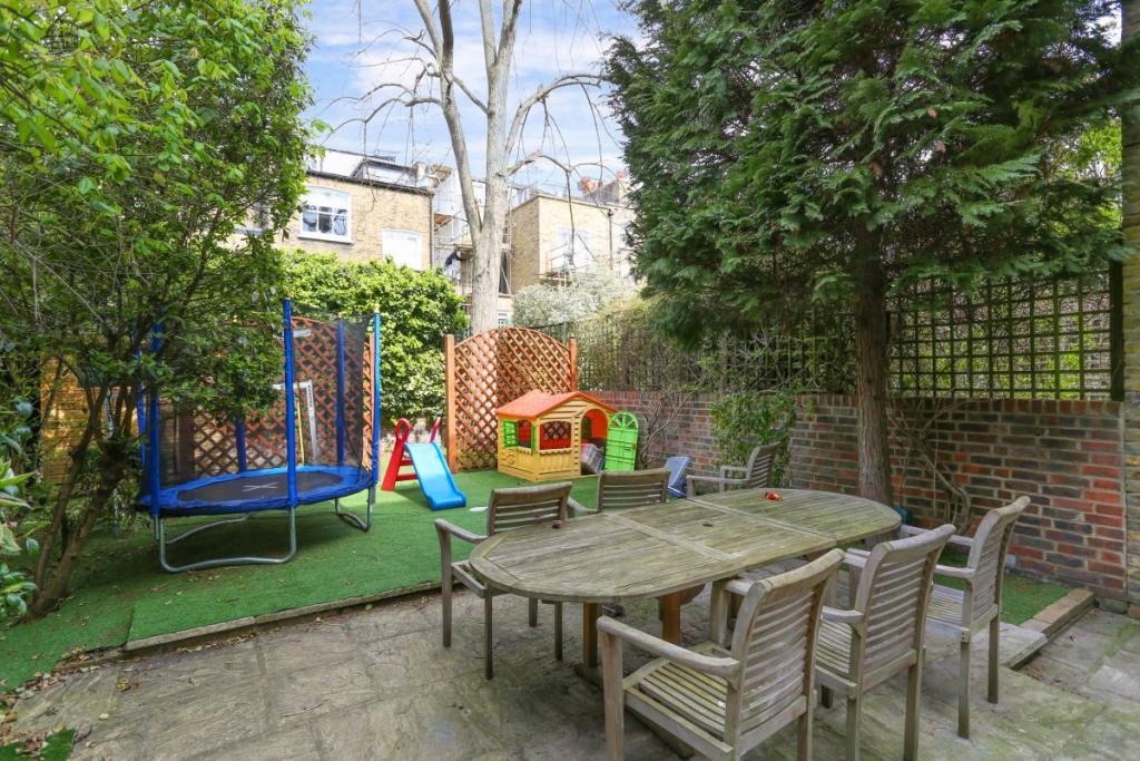 House For Sale In Scarsdale Villas