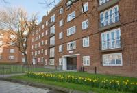 Flat in Denmark Hill Estate...