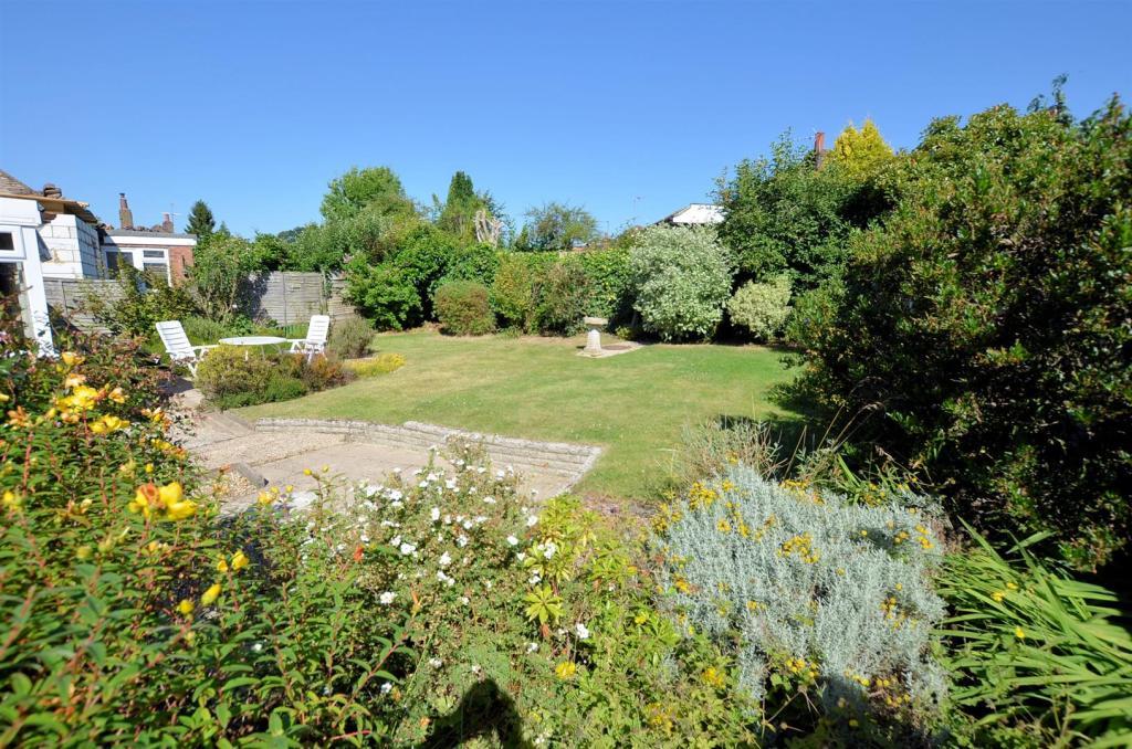 Rear garden 4.jpg
