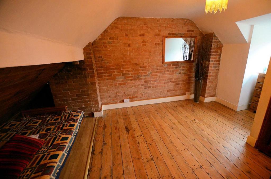 Loft room main.jpg
