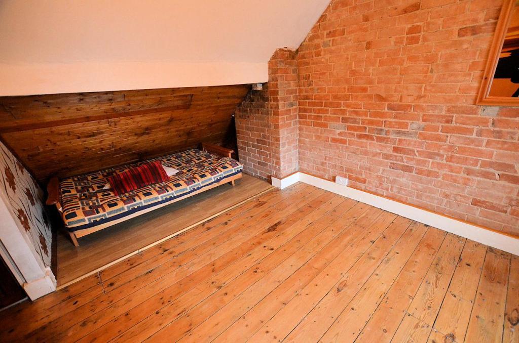 Loft room 1.jpg