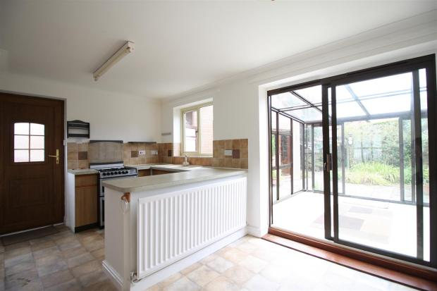 Byfield 9 - Kitchen.