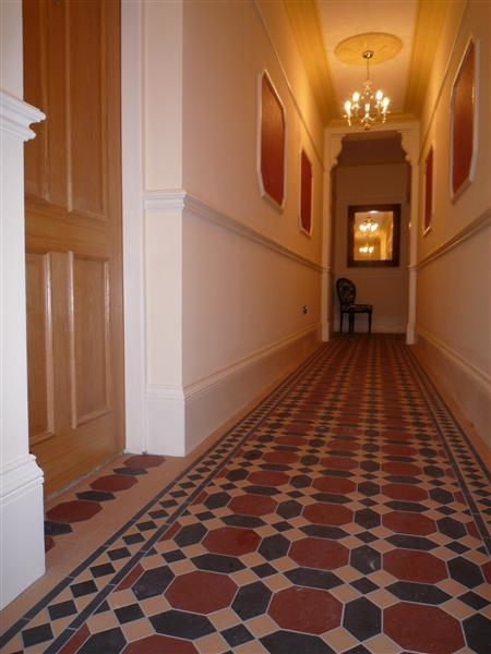 COMMUNAL ENTRANCE HALL