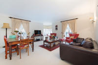 2 bed Flat in Chantry Square, London...