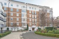 3 bed Flat in Oak Lodge  Chantry...