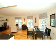 3 bedroom Apartment in Moreton Street Westrovia...
