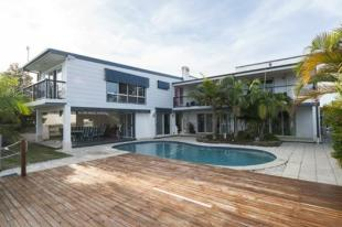 6 bed Terraced house in Runaway Bay, QLD