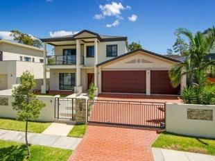 Terraced house for sale in Biggera Waters, QLD