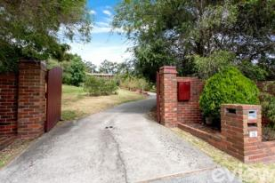 5 bedroom home for sale in 36 Humphries Road...